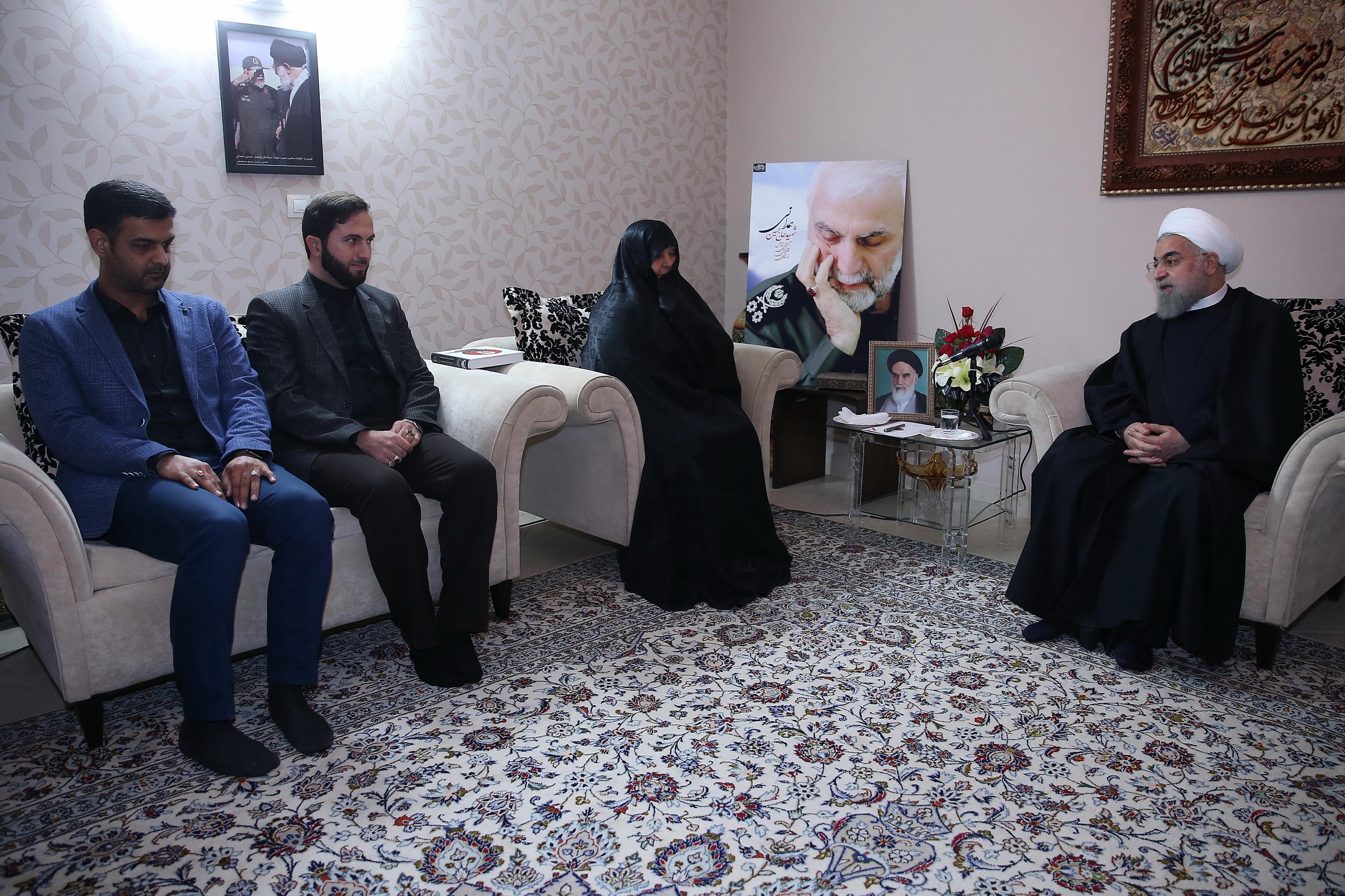 پاسداری از خون شهیدان وظیفه ای همگانی است/ ایران اسلامی در سایه ایثار و فداکاری ایثارگران، ایستادگی و مقاومت کرده است