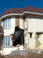 کمکهای بانک مسکن بین زلزله زدگان سیسخت توزیع شد